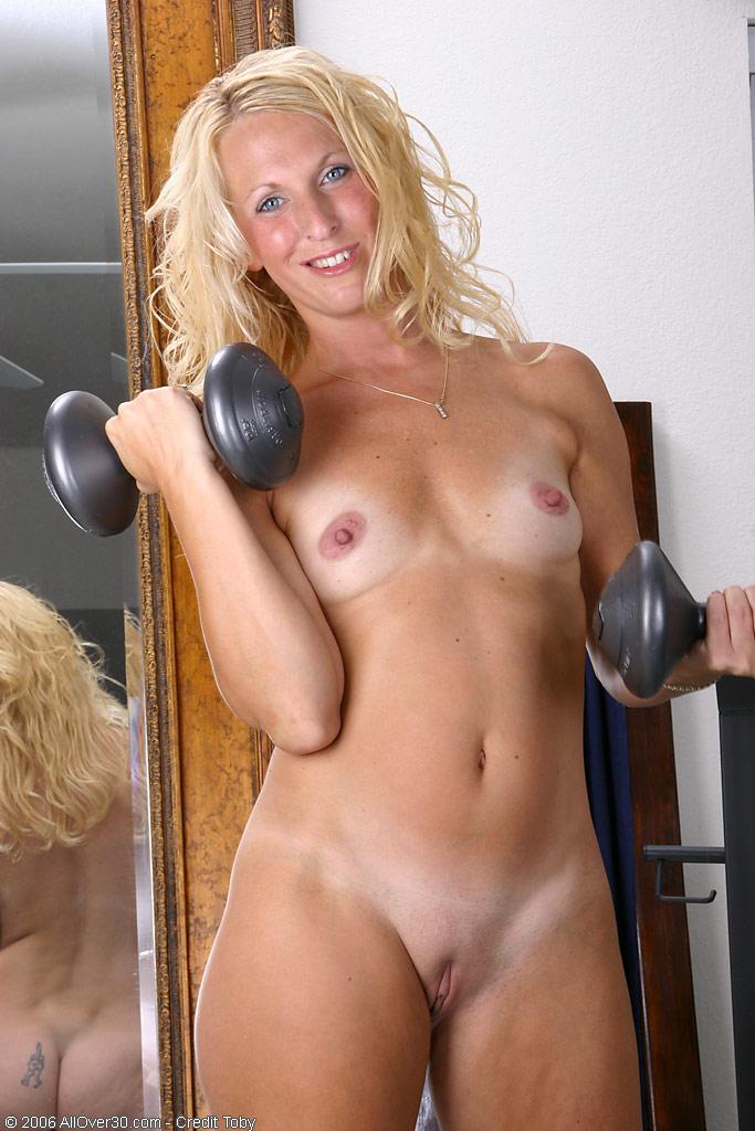 Workout blonde milf
