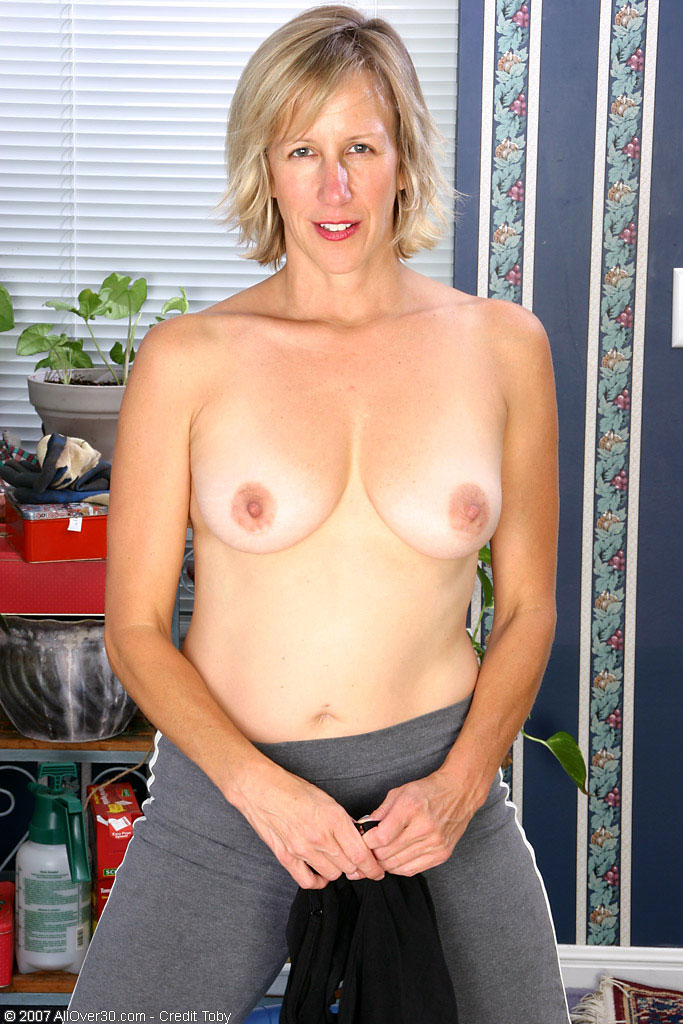 Adult finder mature playing with pussy 1