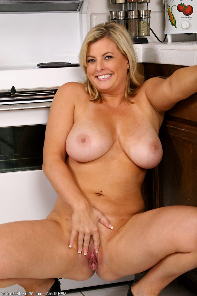 Amateur housewife plus huge natural breasts 1