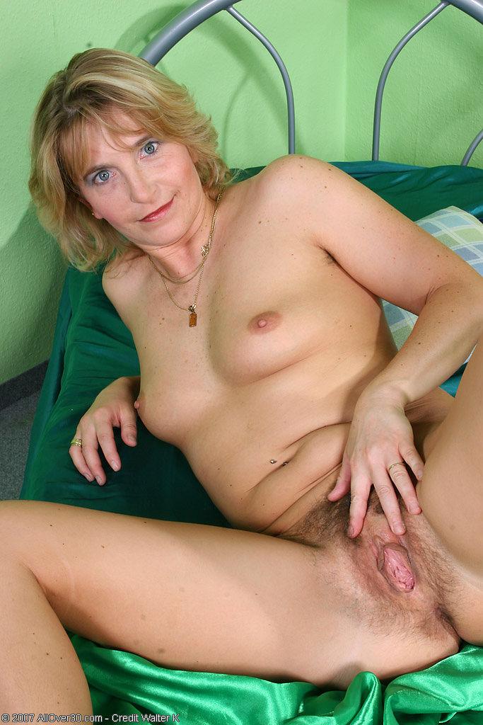 половая щель мамы друга порно фото