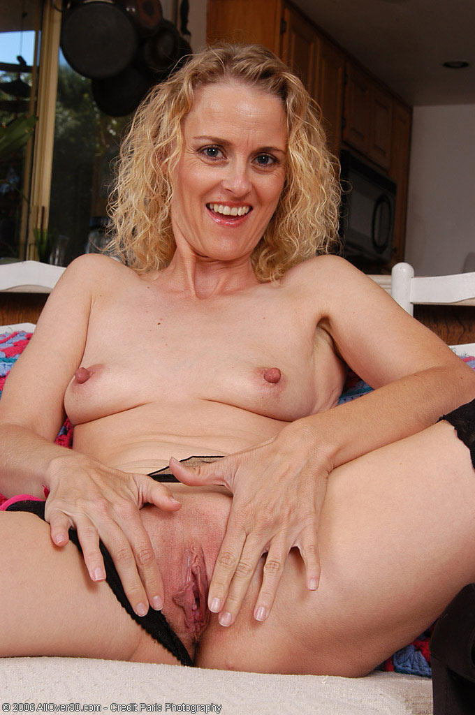 Free Mature Pictures Collection, Nude Moms Pictures,