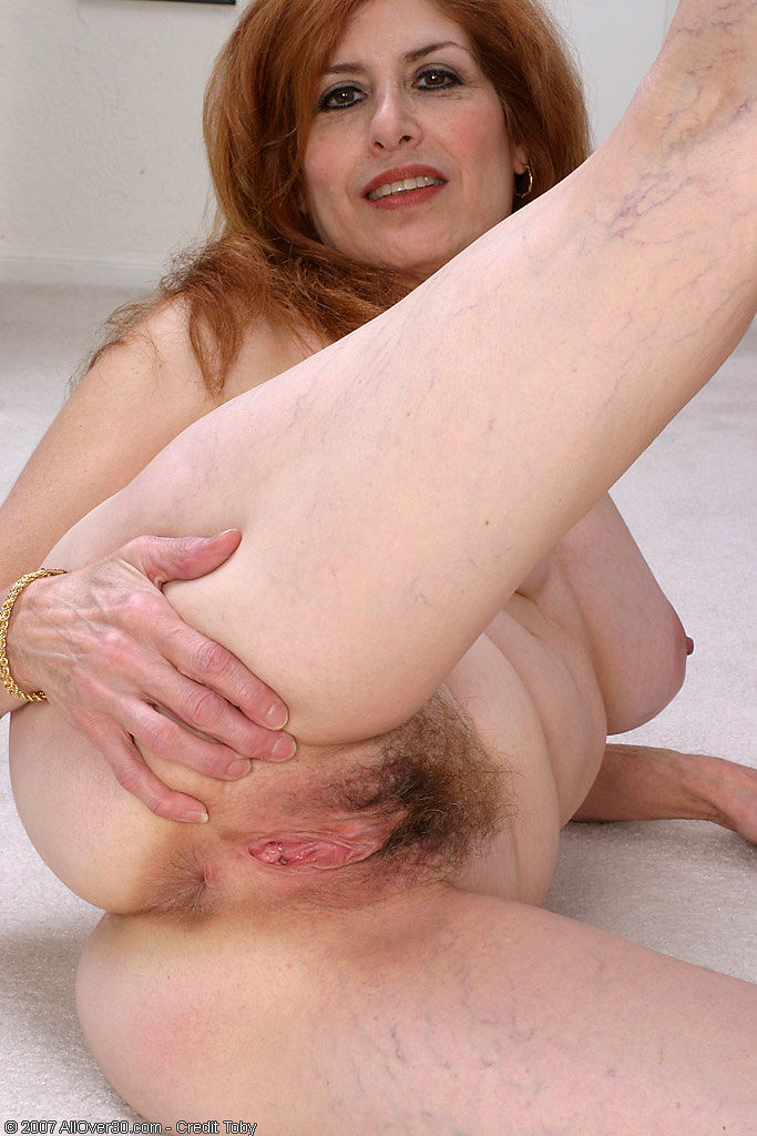 Mature women fuck girls