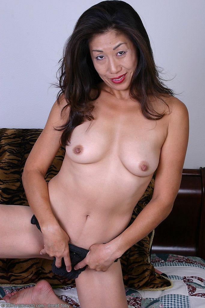 Tahi Nude