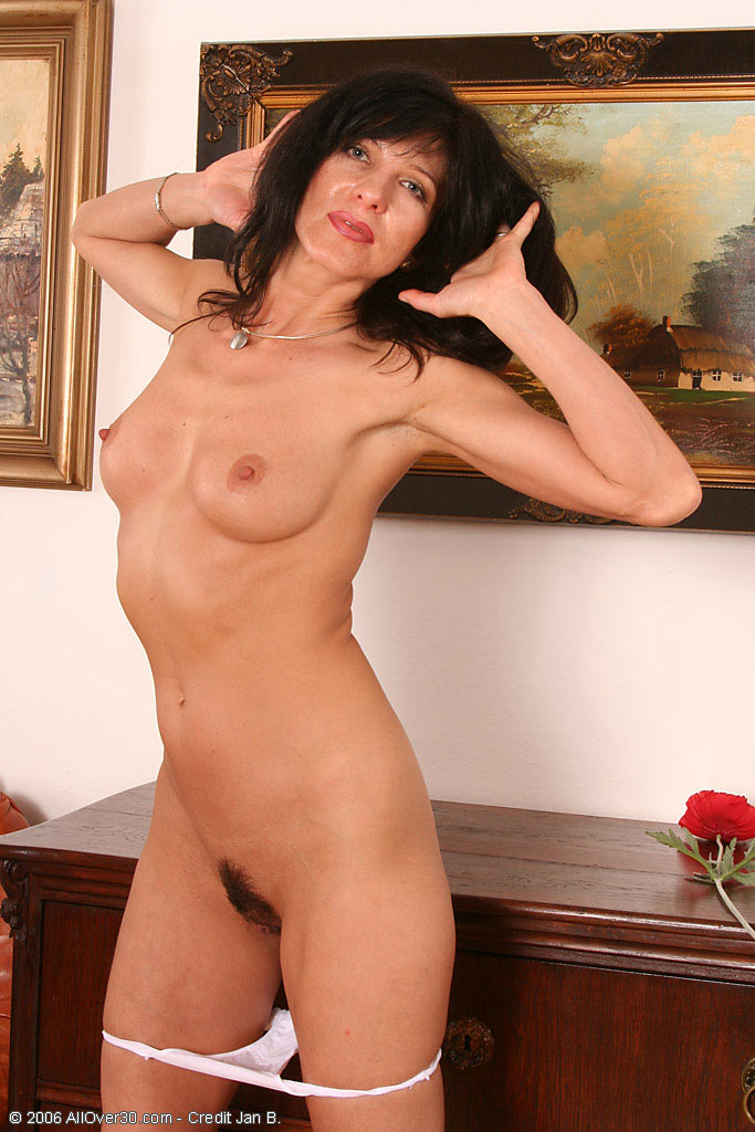 40 year old brunette women nude