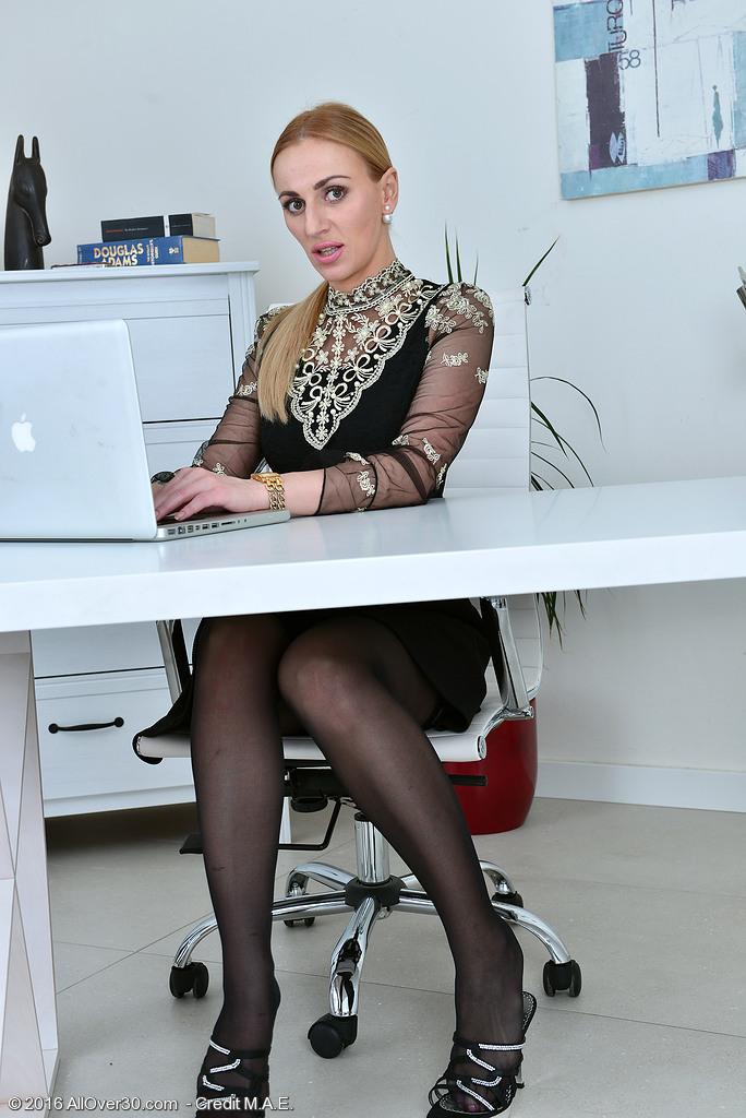Afina Kisser from AllOver30