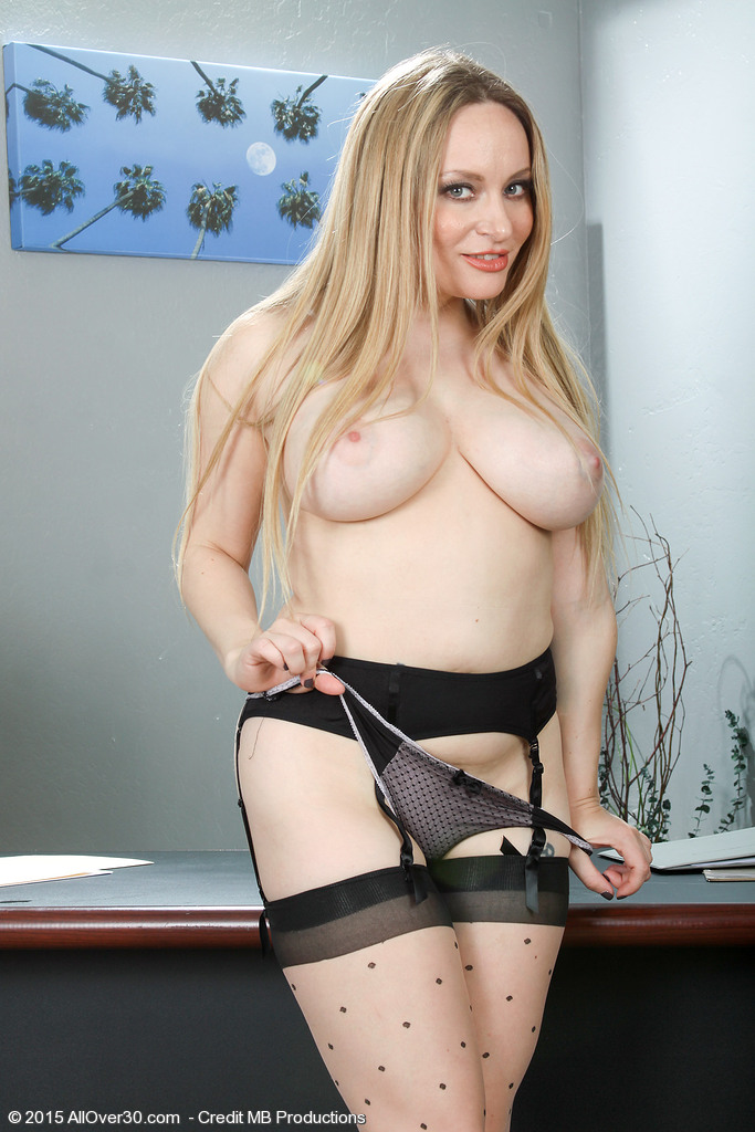 AllOver30 Aiden Starr Picture 13
