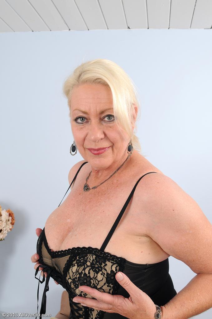 фото женщин в зрелом возрасте старые соски