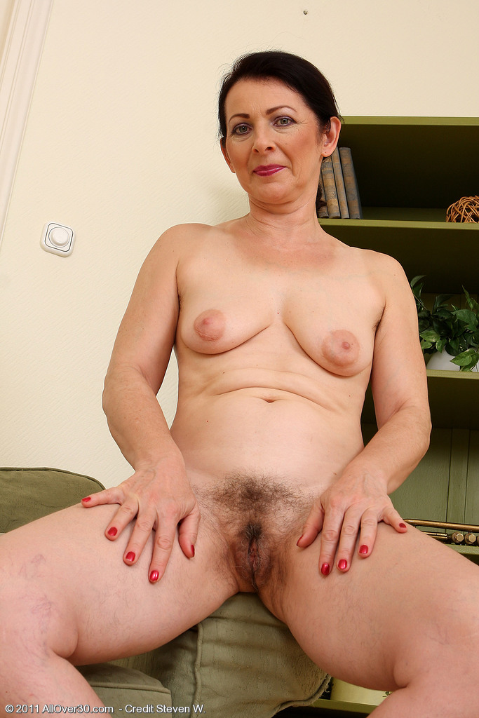 Mature women over 40 naked