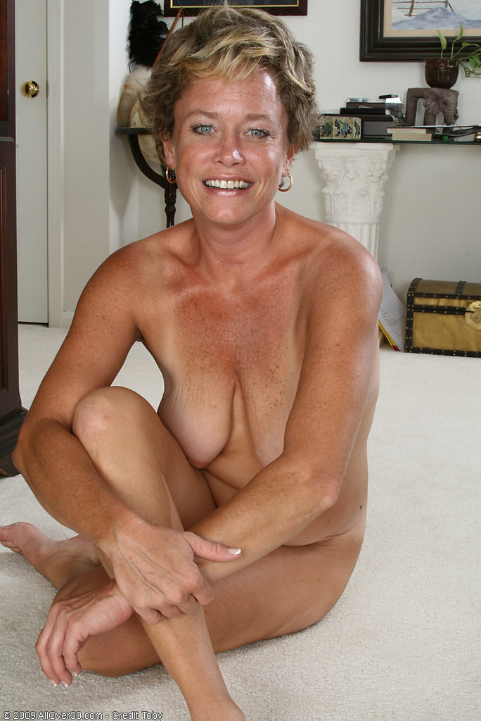 Nude mature women masterbating
