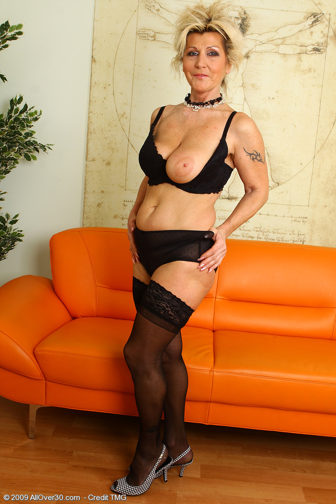Amy reid dark pantyhose