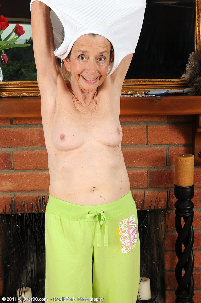 Furry Beaver Porn - 71 year old grandma Cassie from spreads her furry beaver ...