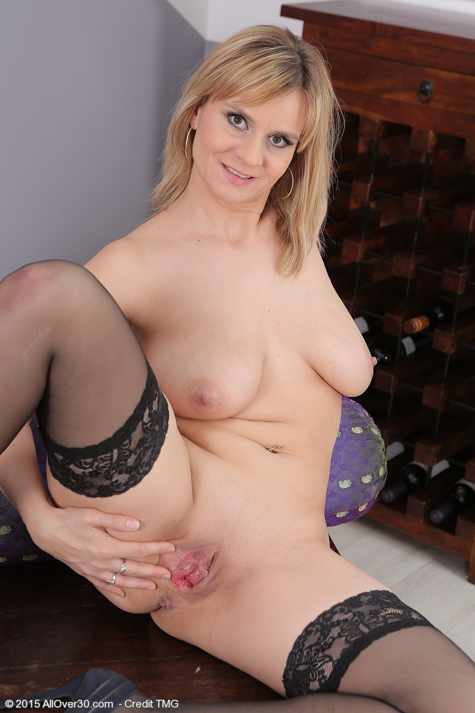 image Mature milf carrie moon