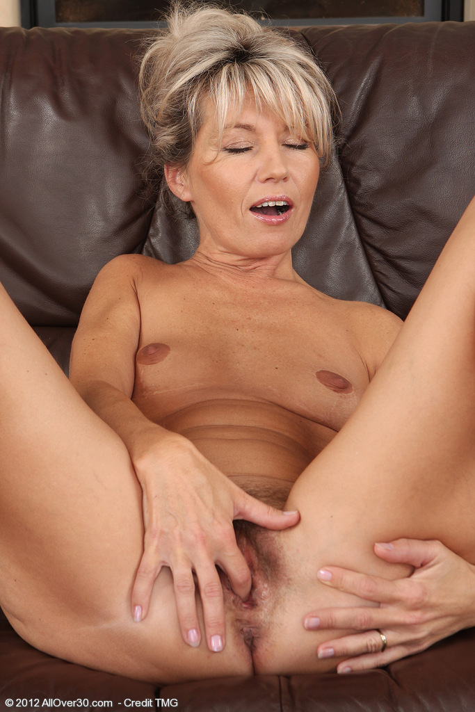 Free hairy mom porn videos