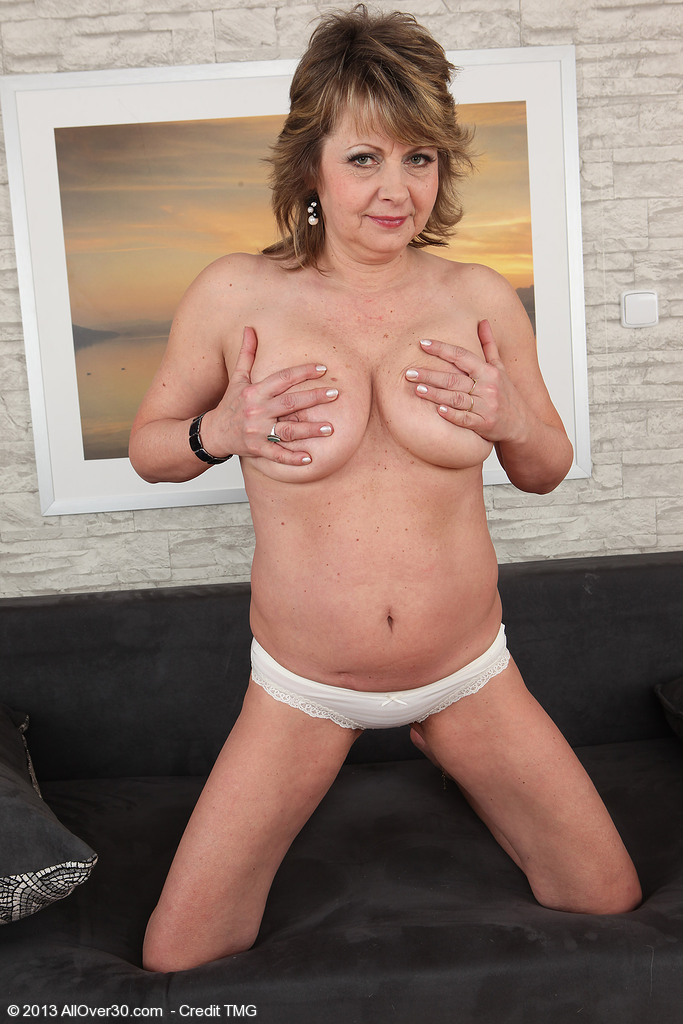 http://galleries.allover30.com/mature/DonnaMarie/zeMNgD/don001012006930008.jpg