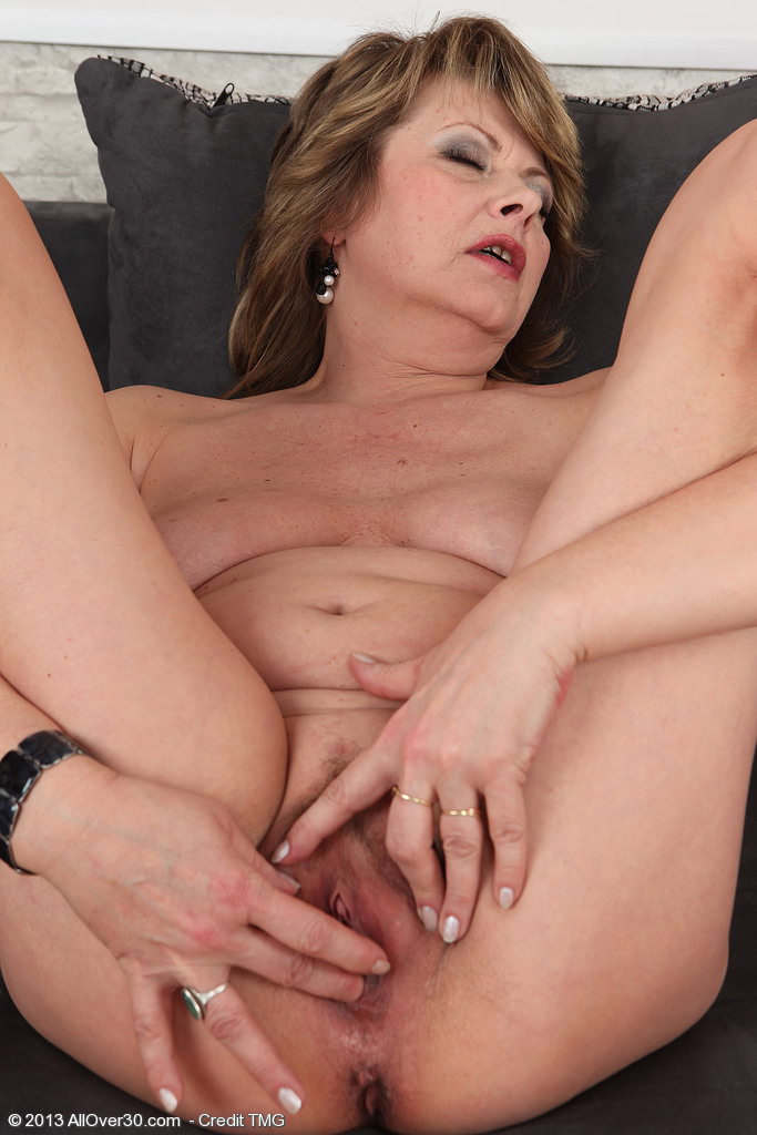 http://galleries.allover30.com/mature/DonnaMarie/zeMNgD/don001012006930016.jpg