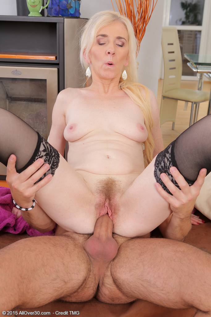 Experienced hot pussy gets filled with a fat black dick 2