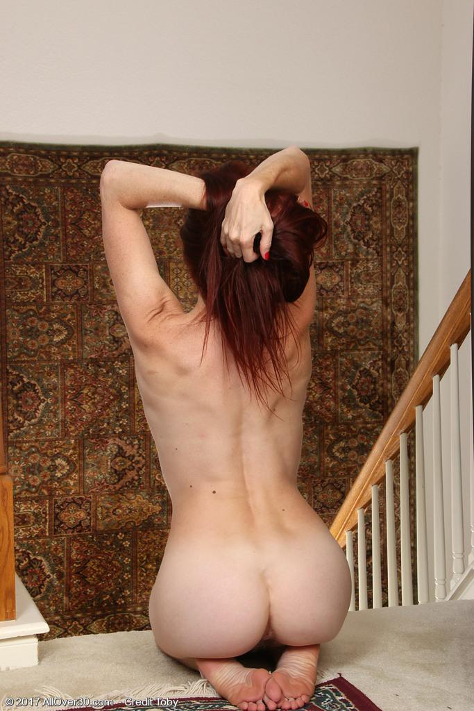 http://galleries.allover30.com/mature/EvaneNordstern/zyn73P/Z04/../eva006014007073010.jpg