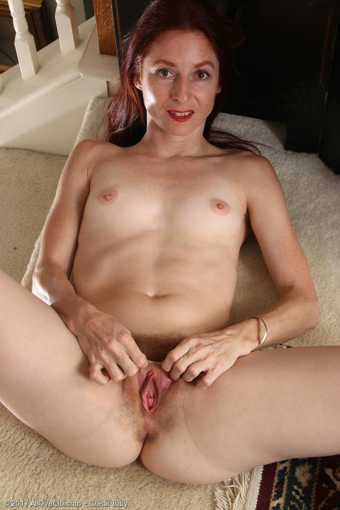 http://galleries.allover30.com/mature/EvaneNordstern/zyn73P/Z04/../eva006014007073011.jpg