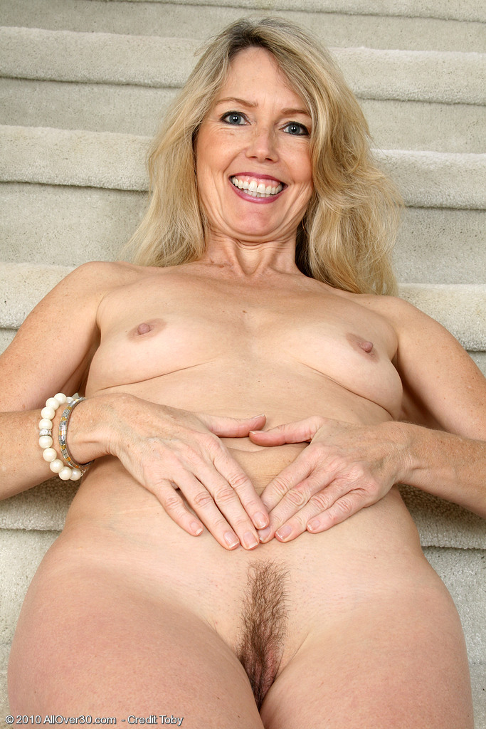 Milfs naked older