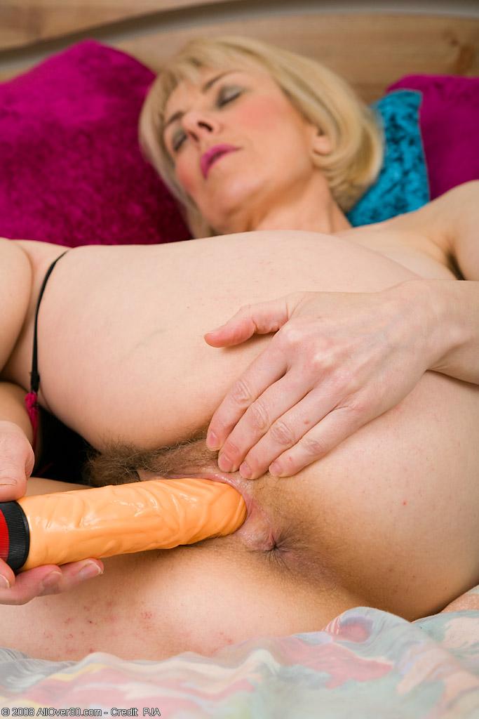52 year old matyre slut masturbating with water bottle 5