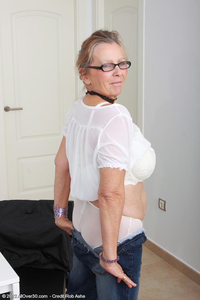 Секс в трусиках с дыркой 21 фотография