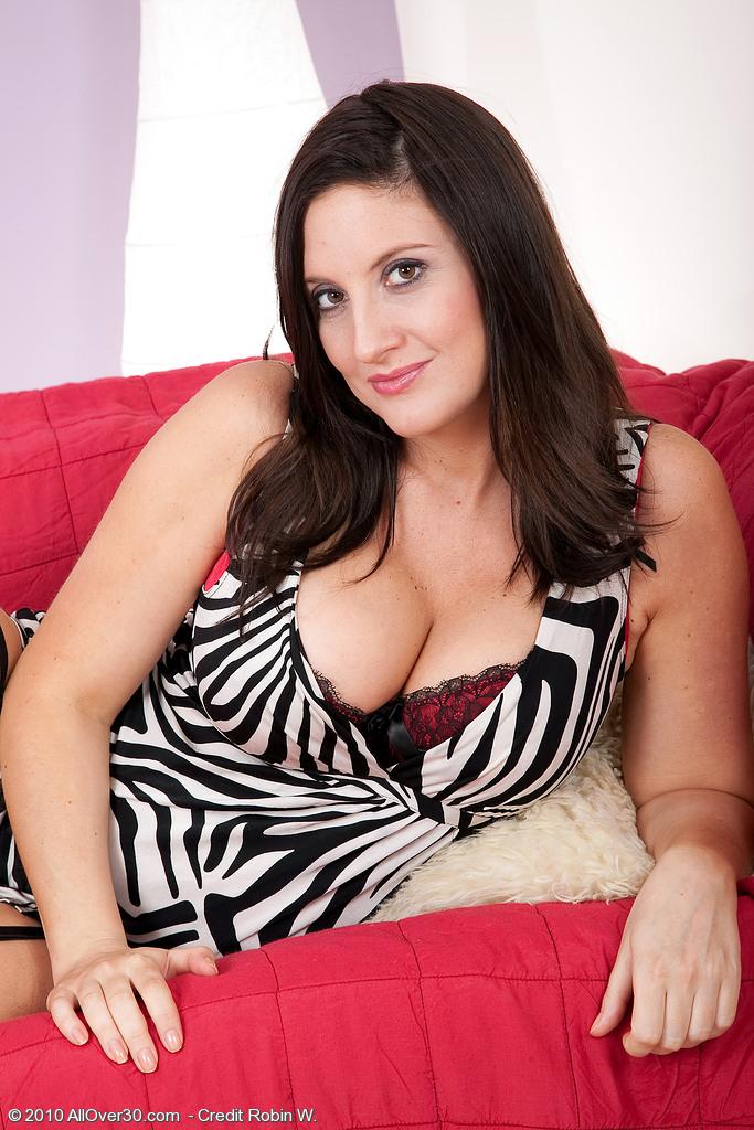 Jenny B from AllOver30