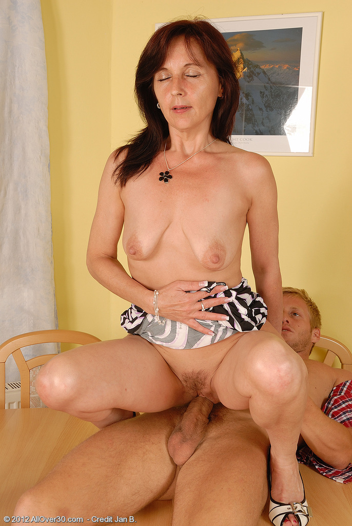 Mature jenny yo in assfuck with young guy