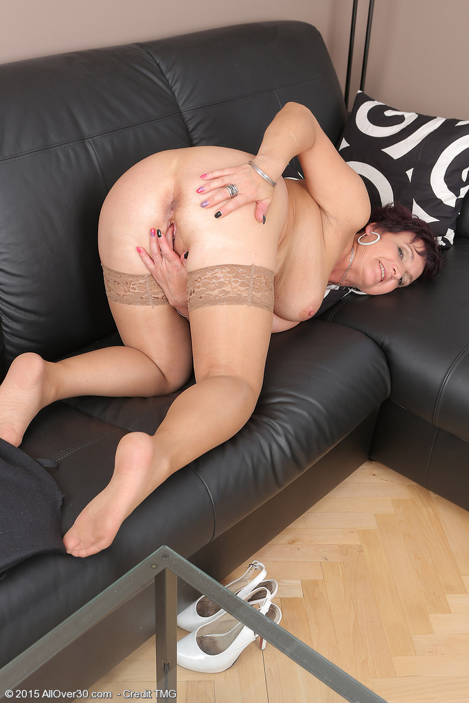 image Milf is a former escort knows how to work that cock