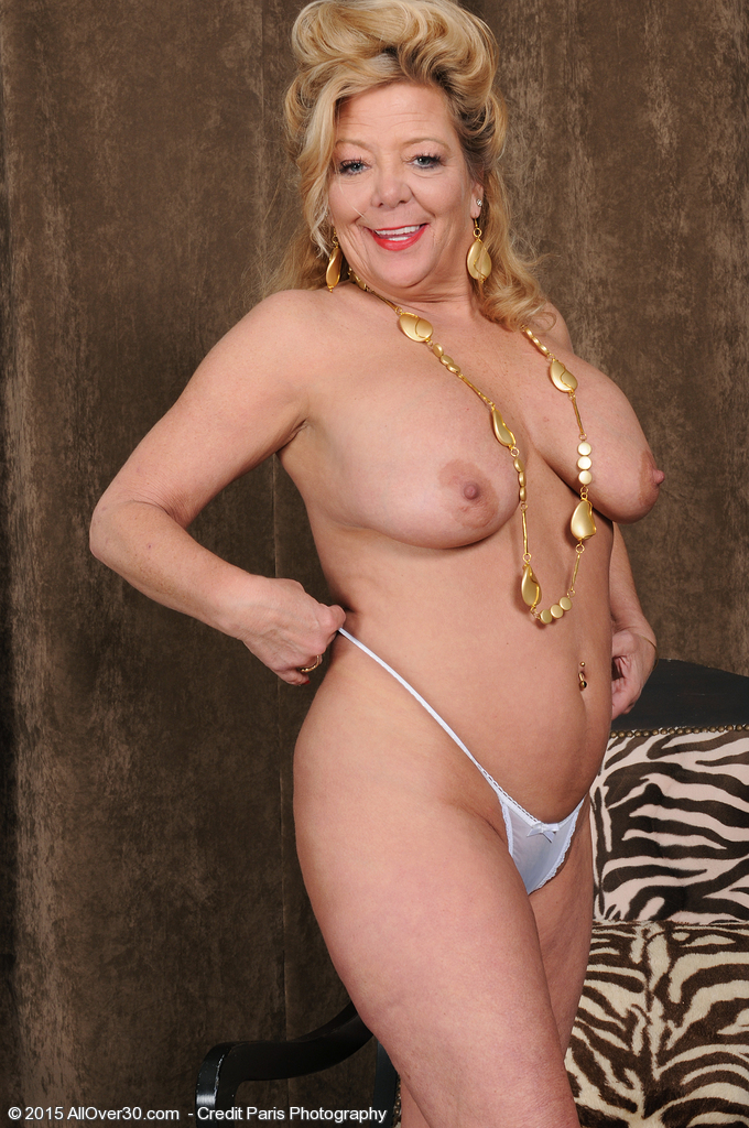 Mature Milf Pictures Featuring 52 Year Old Karen Summer From Allover30 At Amandahome