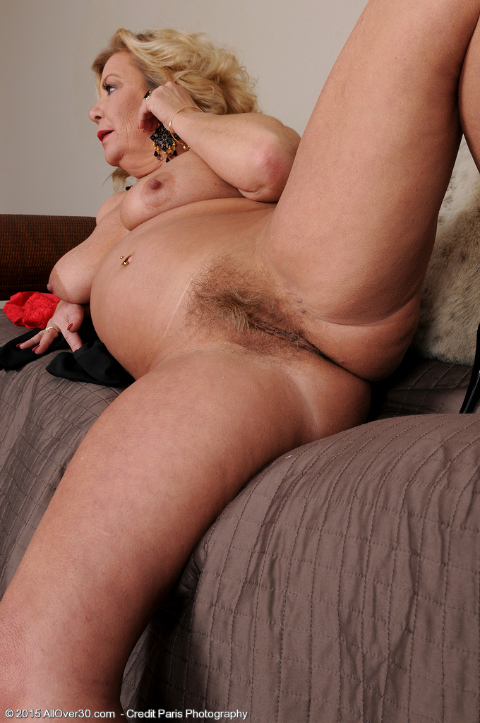 Old mature granny pussy