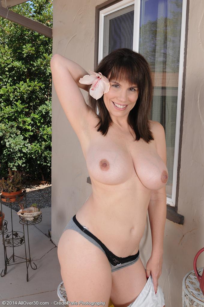 Girl queefs naked mom