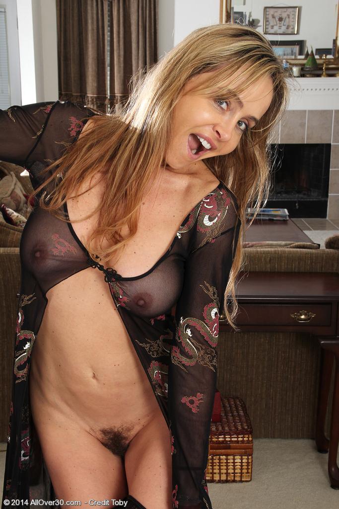 http://galleries.allover30.com/mature/KelseyMajors/uH3jdt/Z01/../kel005014008951006.jpg