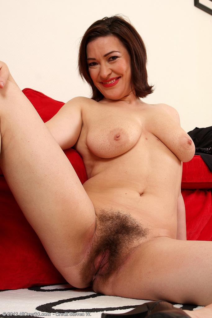 Порно голая волосатая мама