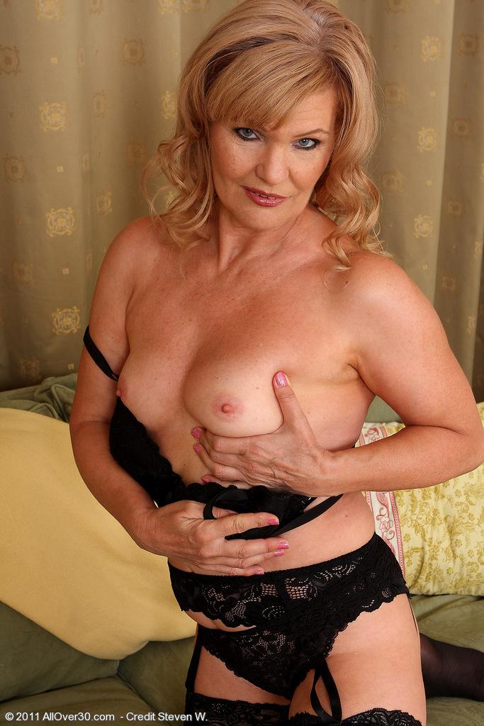 Maduras en lenceria sensual...!