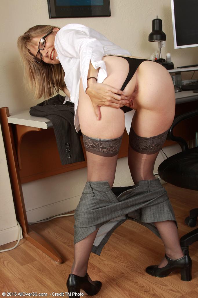 порно зрелые бабы в коротких юбках