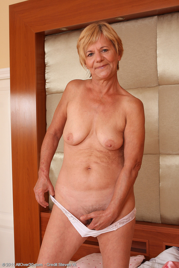 mature women dancing nude