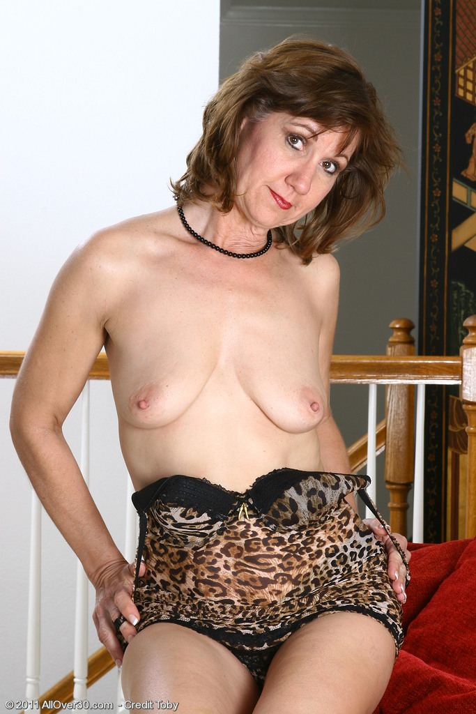 人妻特別準備的豹紋睡衣_人妻情色貼圖