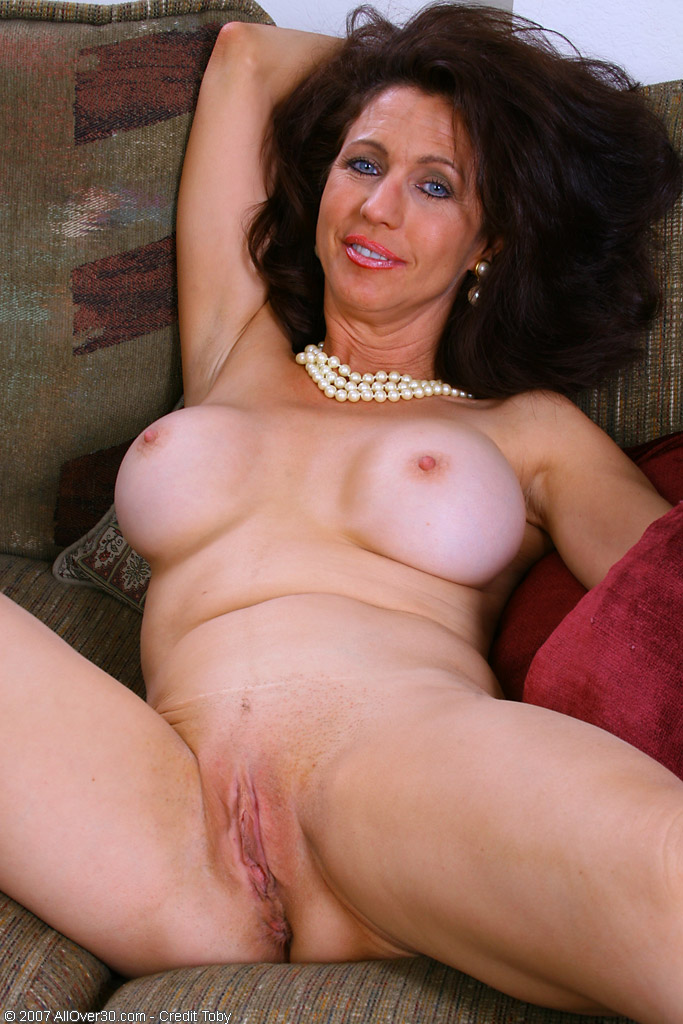 Sexy mature women in the gim