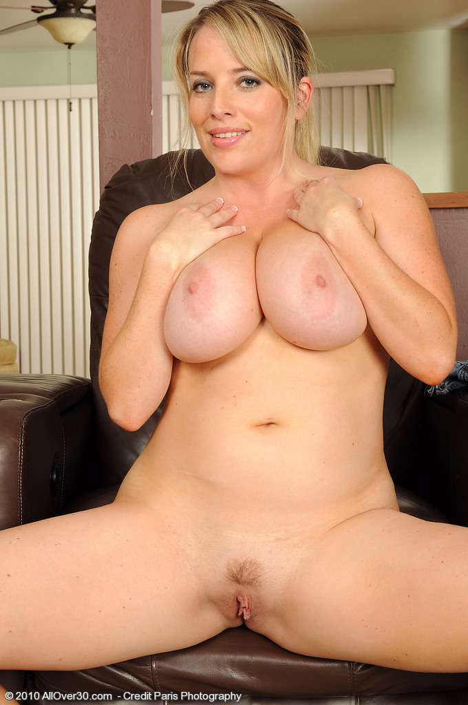 Busty All Over 30 Mature Galleries - Aged Mamas