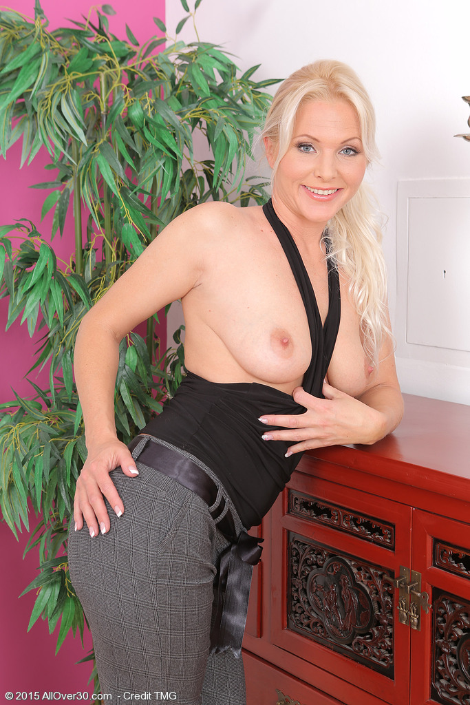 http://galleries.allover30.com/mature/Marlene/Ff3gMf/Z03/../mar026012009611003.jpg