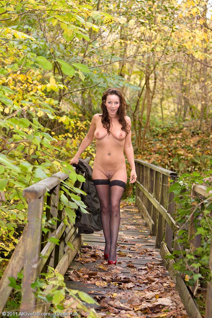 голые дамы в лесу фото