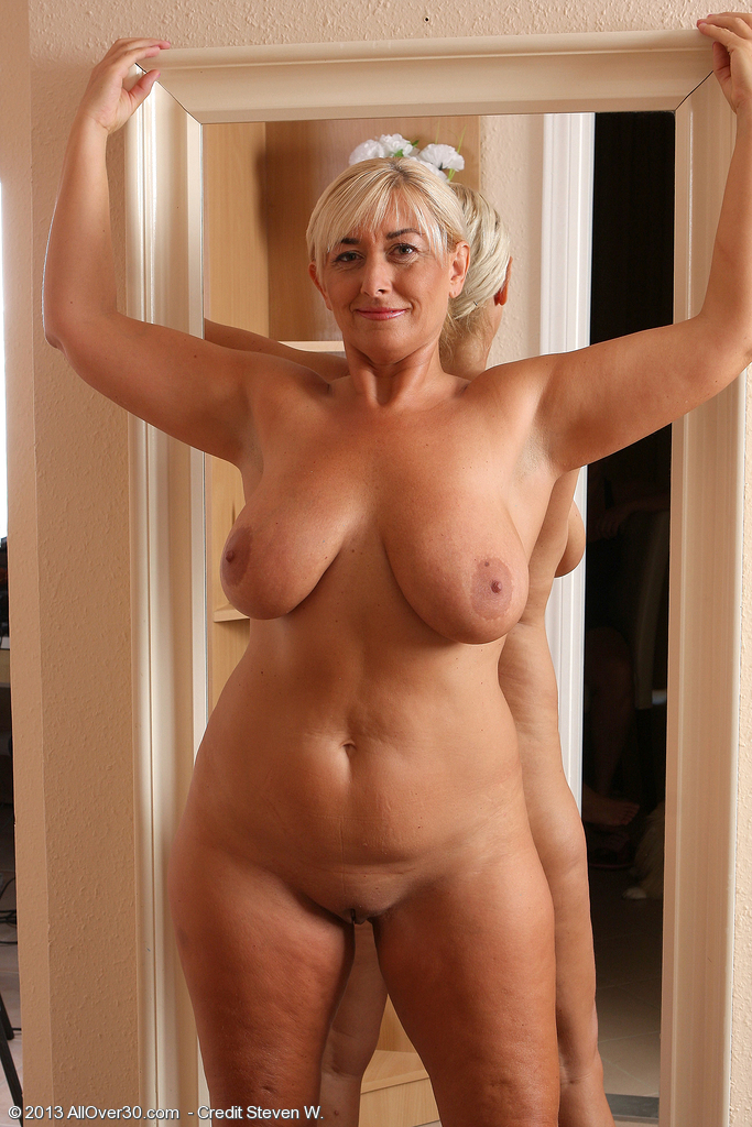 Old mature naked women