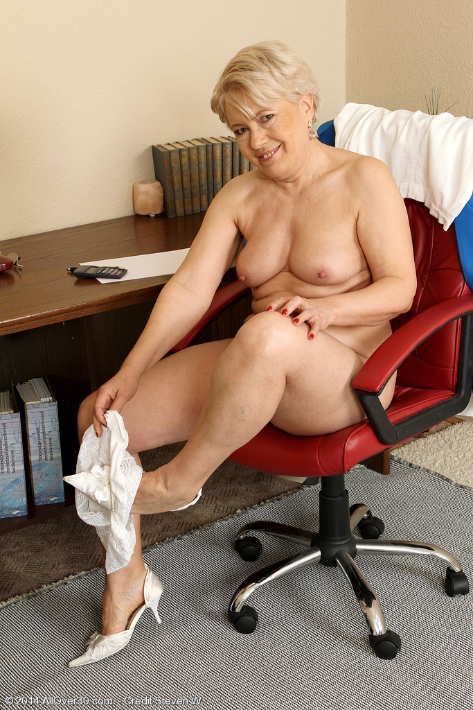 milfs women Secretaries older
