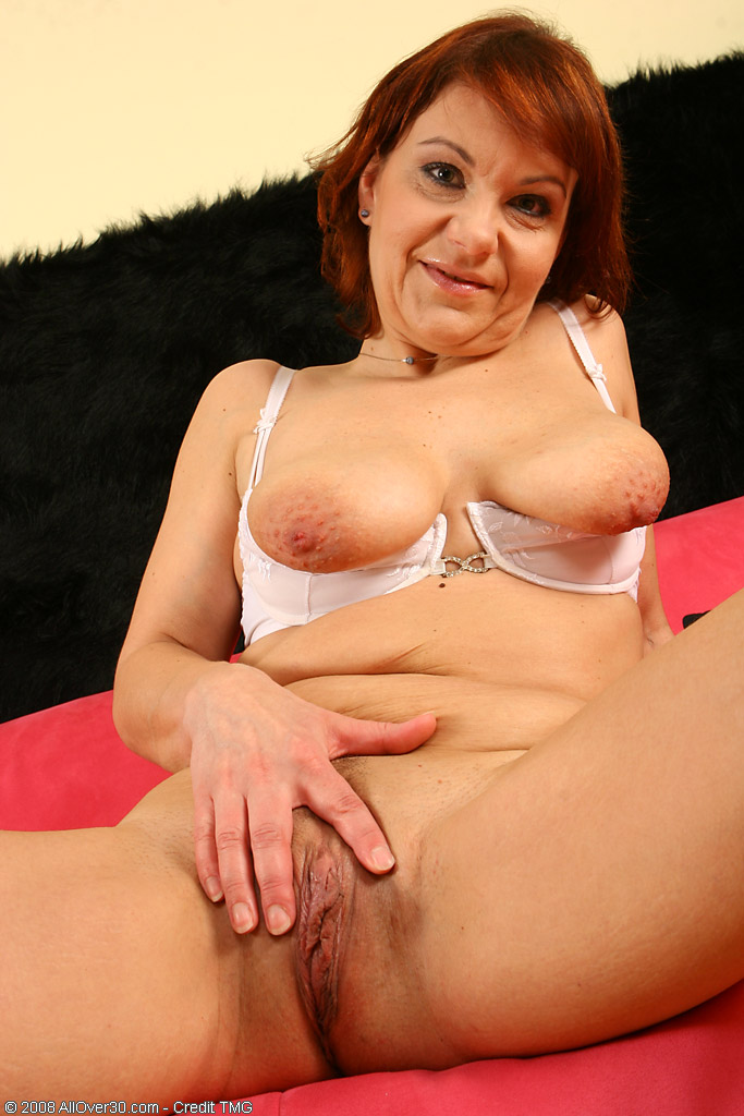 Older Kiss Free mature, granny and hot milf porn galleries