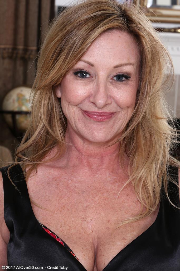 Rachel Woodbury from AllOver30