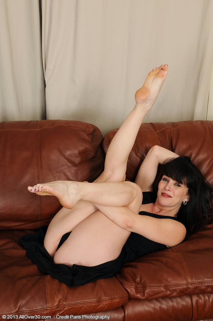 Mature women nude feet