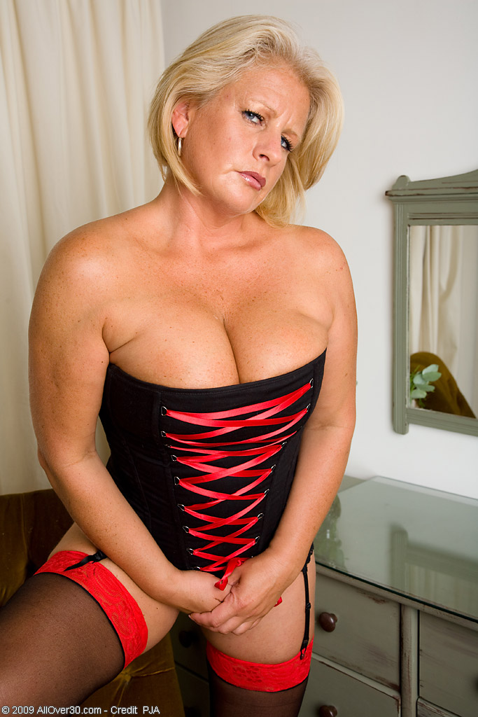 Robyn Mature Nude 55