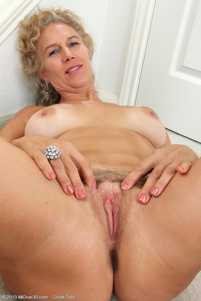 Sexy woman enjoying having her pussy eaten 3