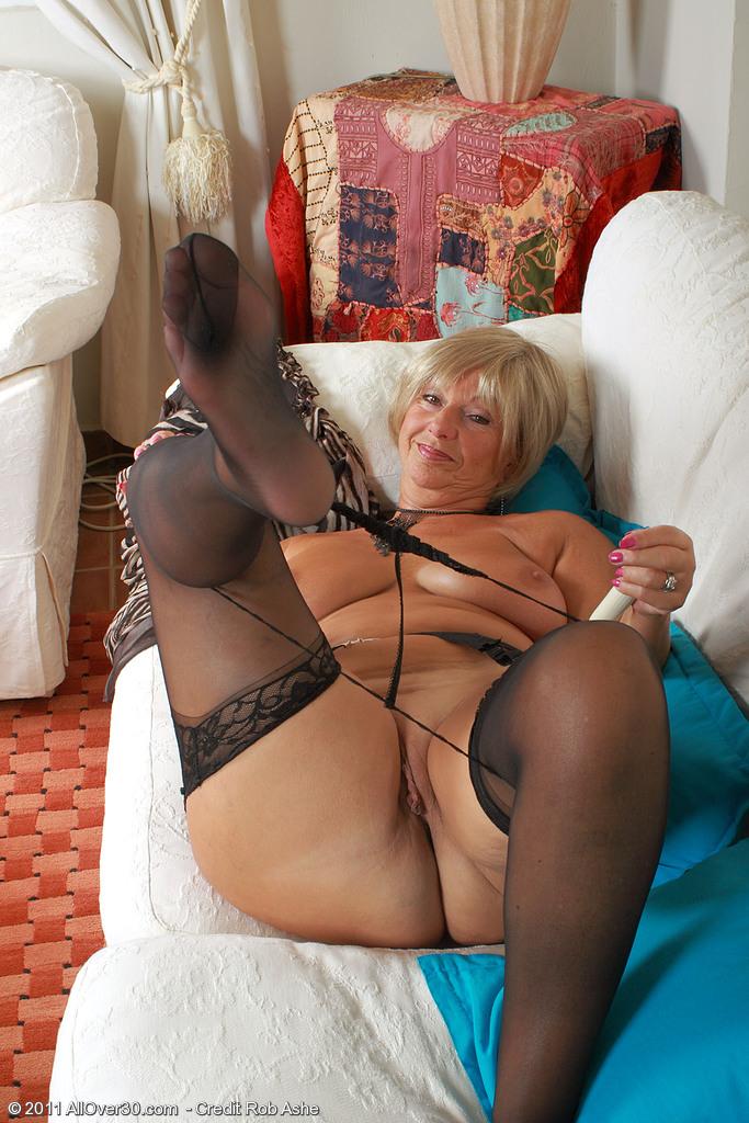 фото женщины старых в стрингах секс