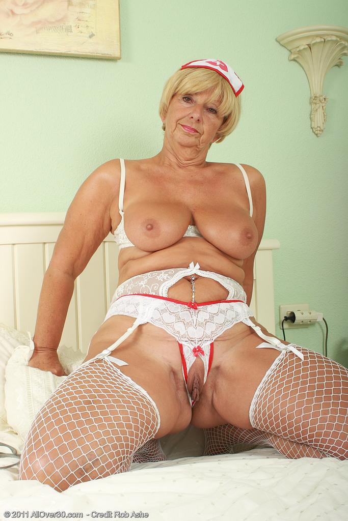 порно старой медсестры фото